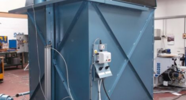 Pneumatically driven varnish tank system